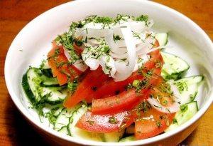 Салат зі свіжих помідорів і огірків