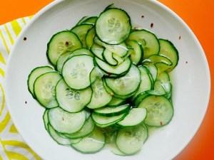 Салат зі свіжих огірків