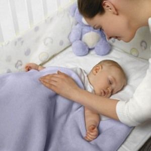 Чи потрібно заколисувати новонародженого малюка?
