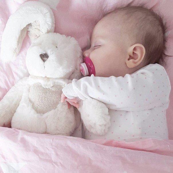 Малюк не дає спати ночами: що робити батькам
