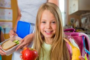 Привчаємо дитину харчуватися правильно