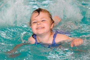 Водимо дитину в басейн