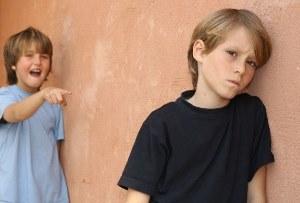Якщо дитина боїться однолітків: що робити