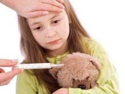 Температура у дитини – чи потрібно її збивати?
