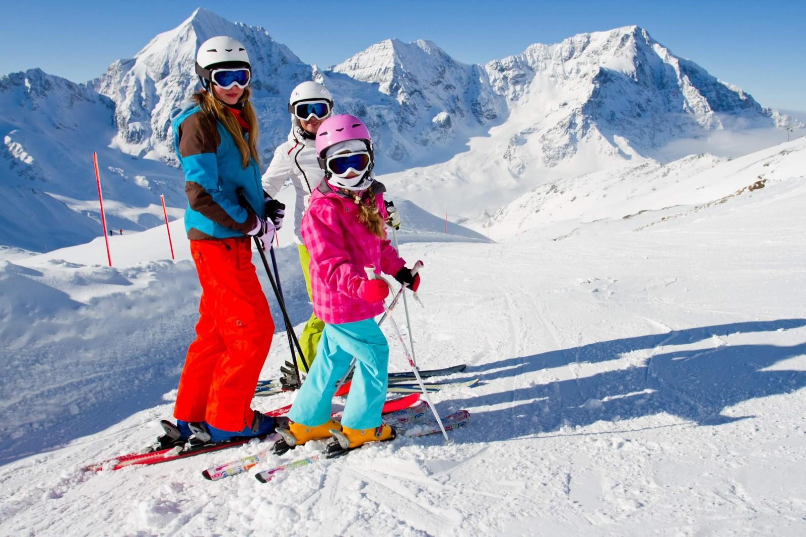 Діти на снігу: лижі або сноуборд?