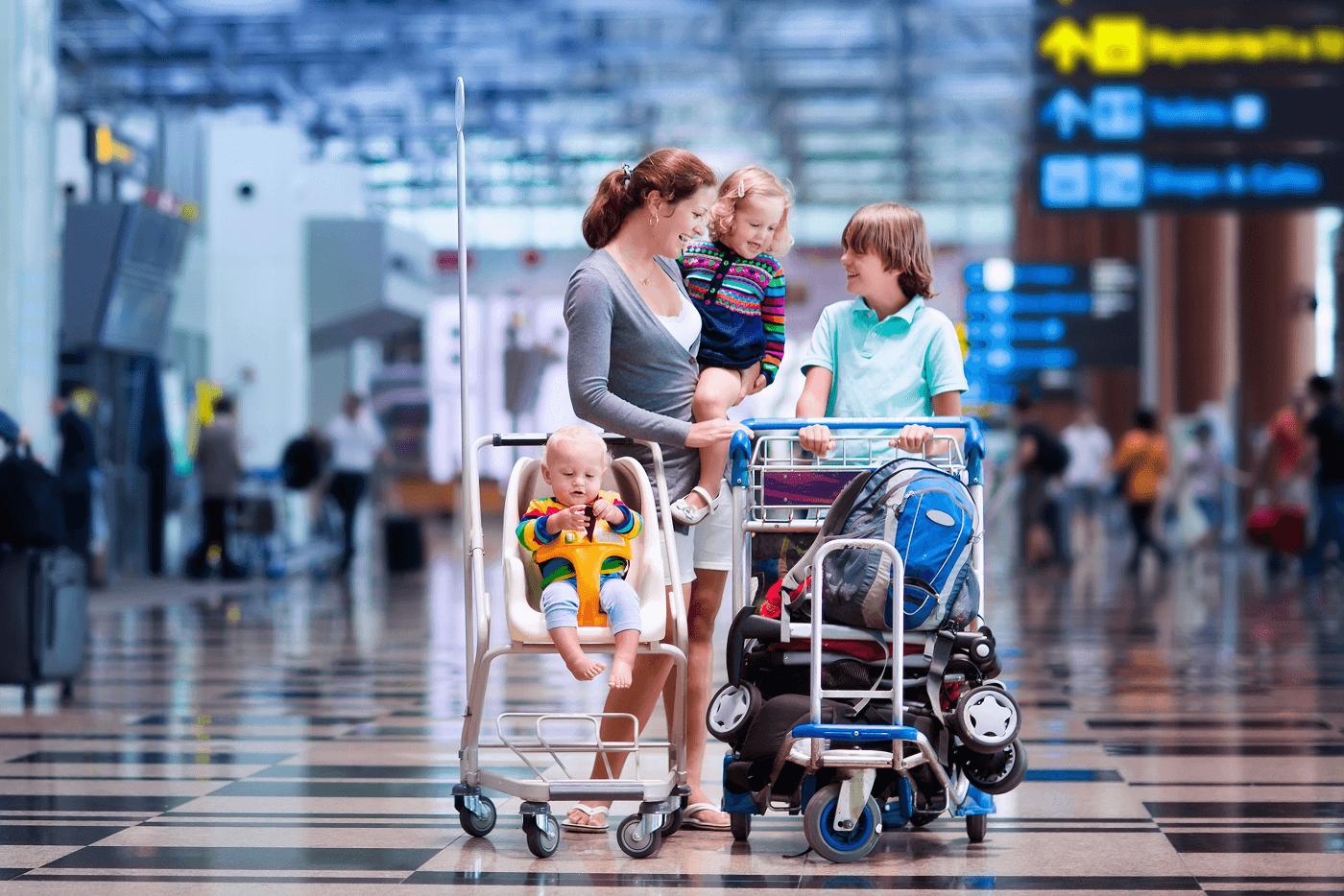 Подорож літаком з 2х річним малюком - до чого готуватися?
