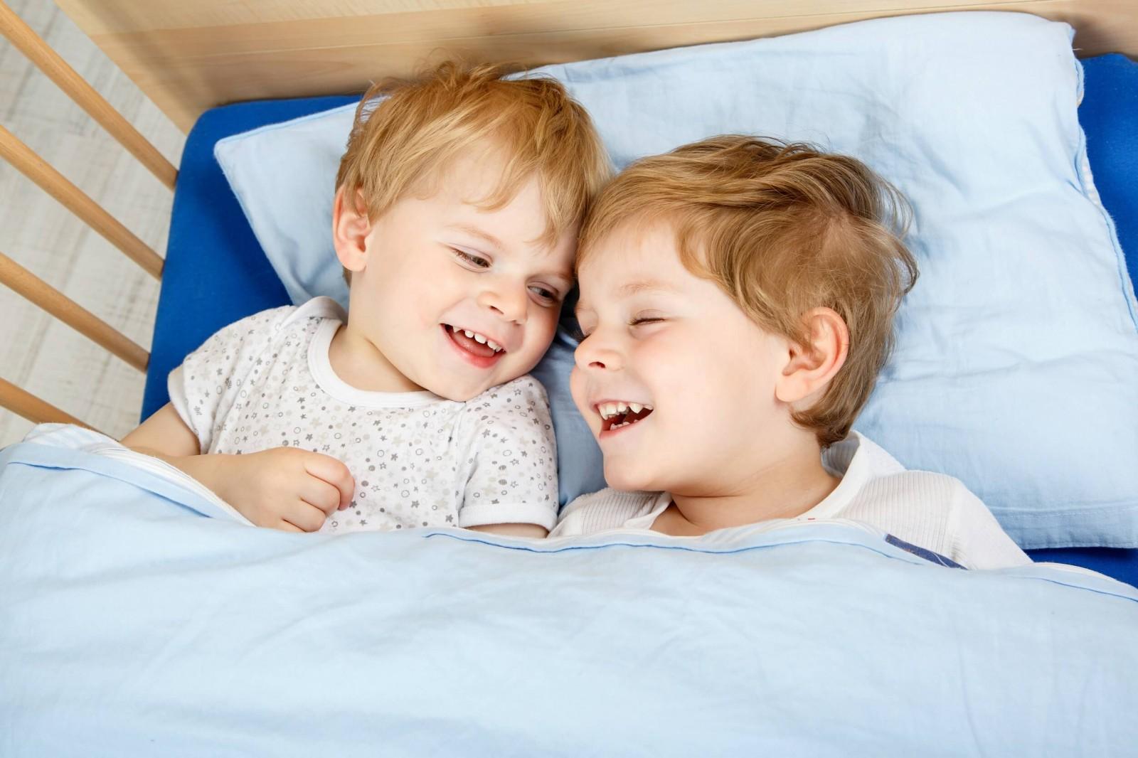 Не простое задание - как уложить спать сразу двоих деток?
