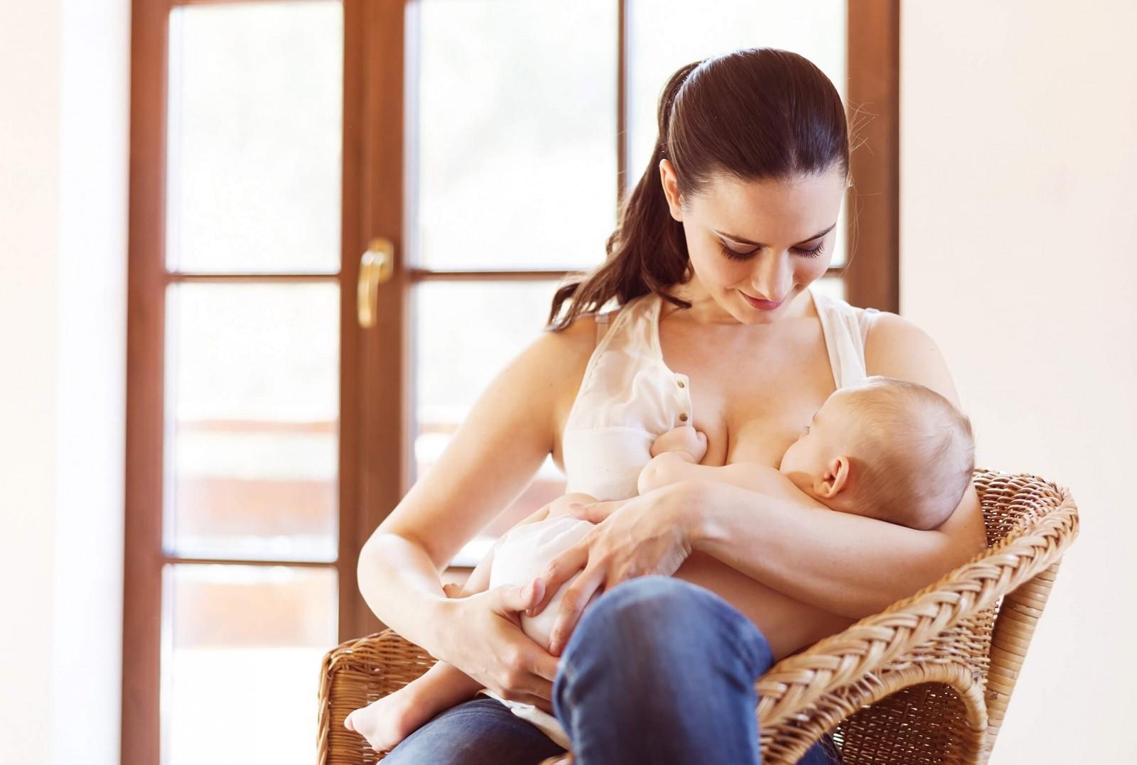 Кормление грудного ребенка - по режиму или по требованию?
