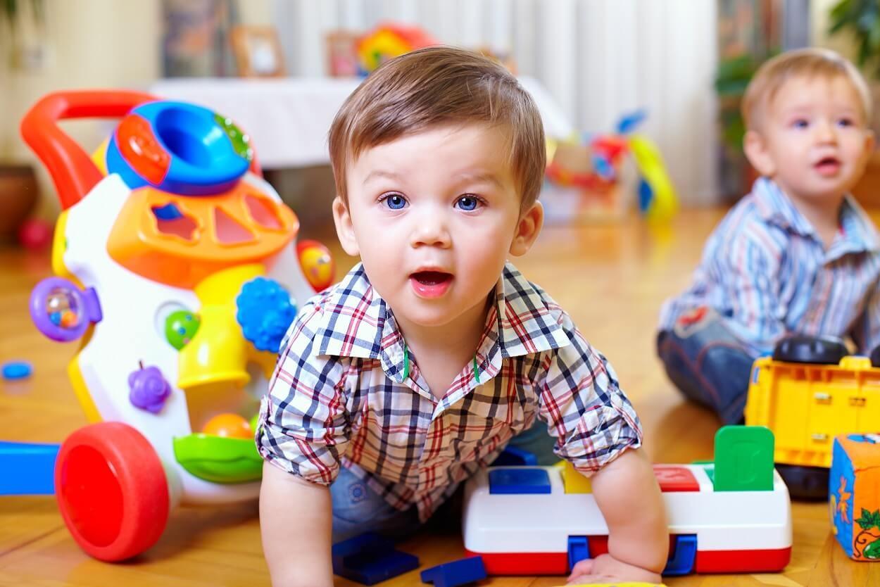 Що подарувати маляті на перший день народження: поради та ідеї