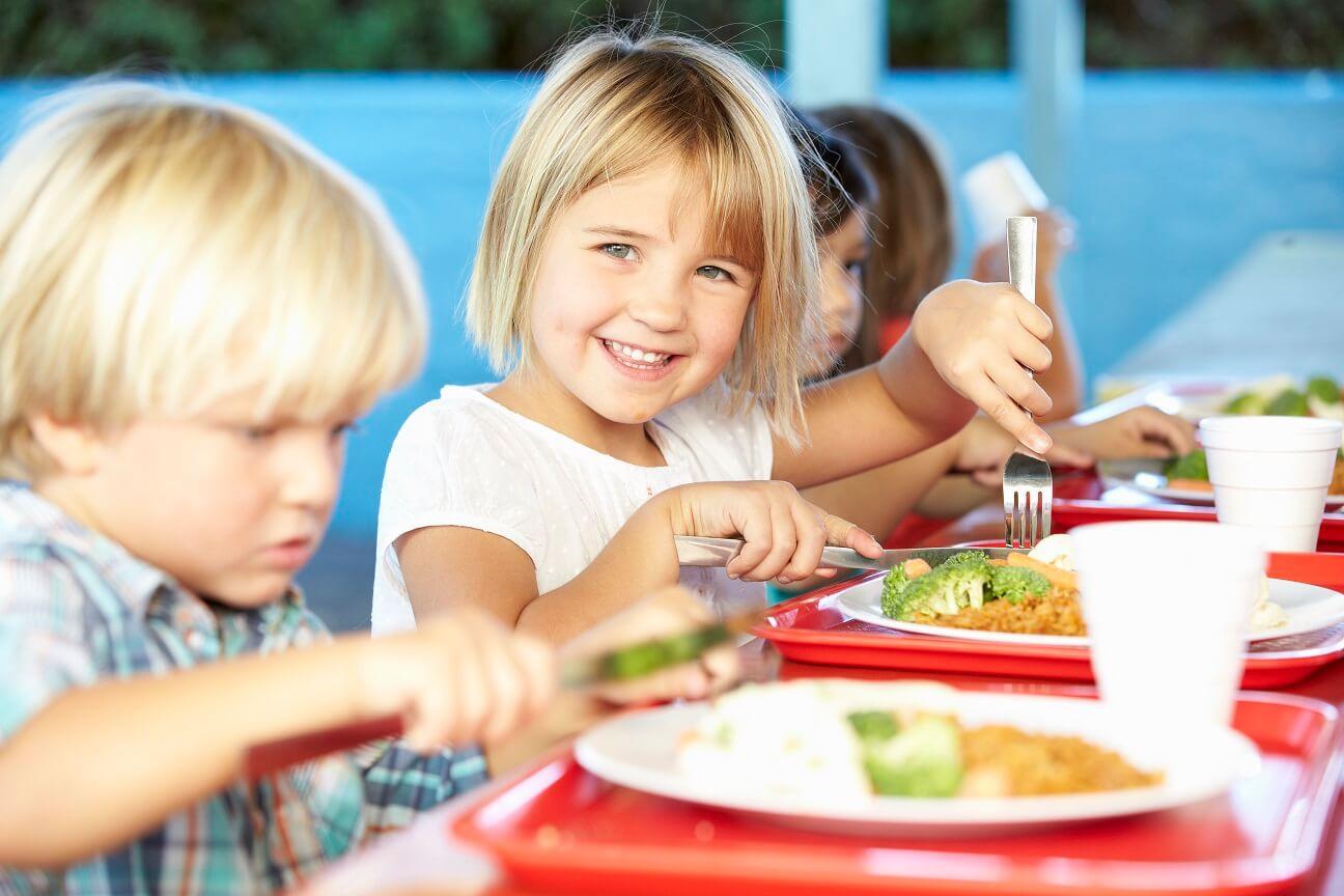 Дети за столом картинки