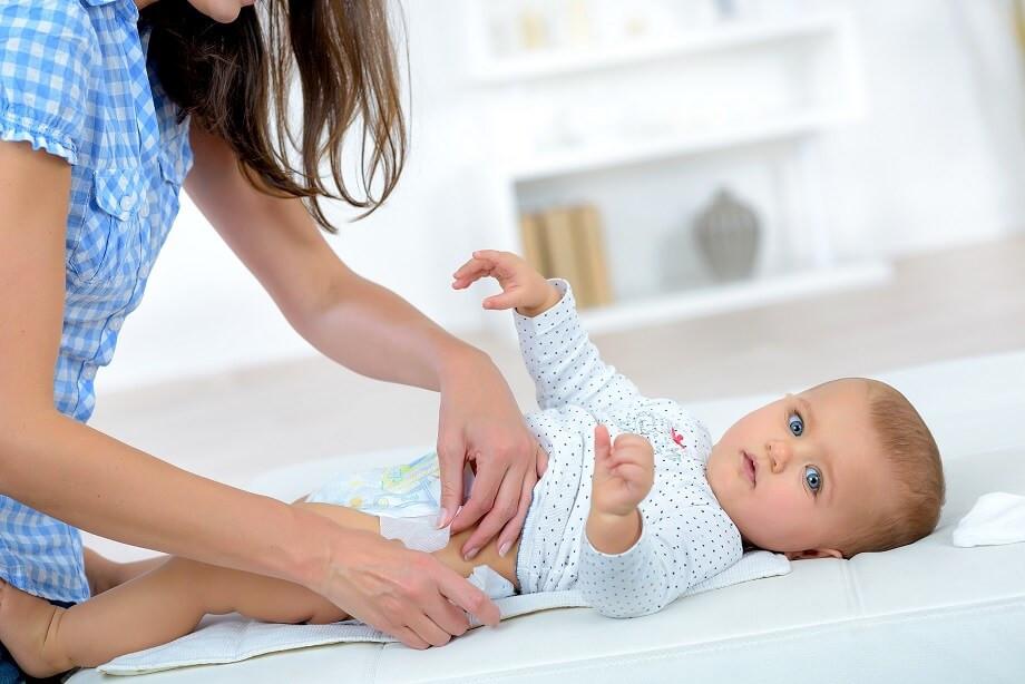 Зміна підгузника у новонародженого – все робимо правильно