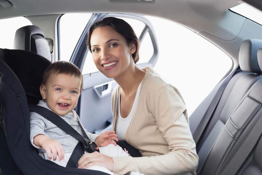 Подорожі з дитиною першого року життя: що потрібно знати батькам