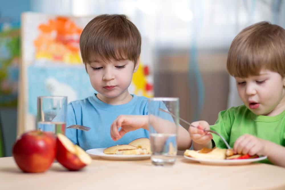 Харчування дитини в дитячому саду: що повинні знати батьки