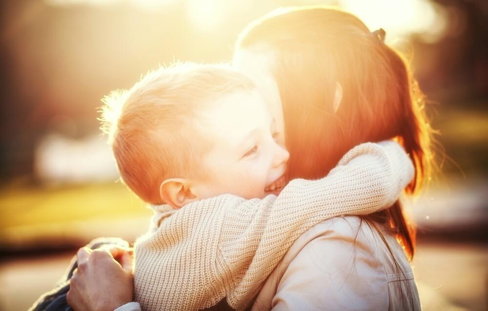 Чому дитина не розмовляє в два роки і старше?