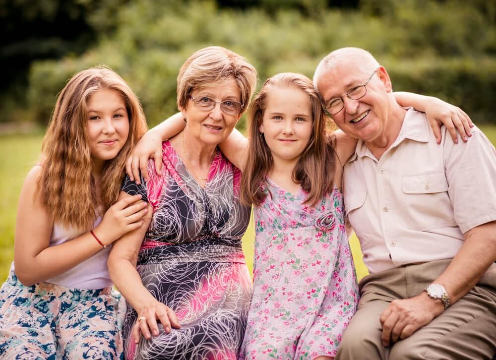Що робити, якщо дитина надає перевагу бабусі та дідусю по батьківській або материнській лінії?