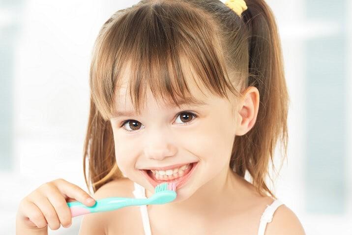 Освоение ребенком навыка чистки зубов