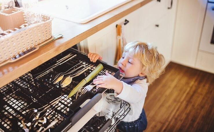 Як зробити житло безпечним для дитини