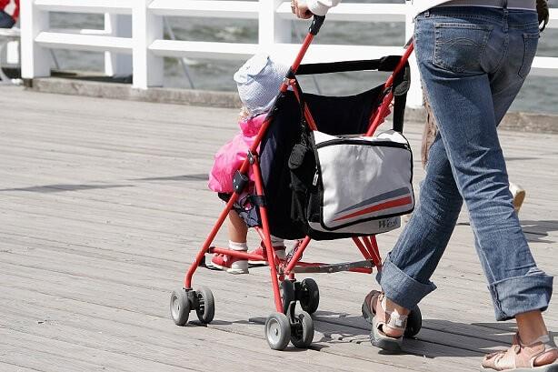 Сборы на прогулку с малышом: паковать нельзя забыть