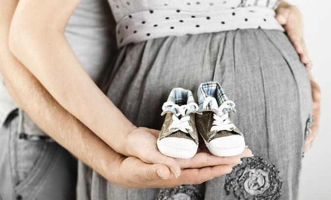 Что купить молодым родителям во время беременности и сразу после родов?